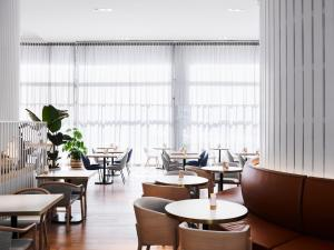 A restaurant or other place to eat at Novotel Sydney Darling Square