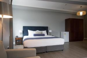 A bed or beds in a room at Seabreeze Hotel