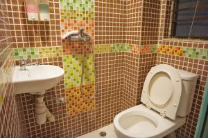 A bathroom at Cool Budget Hostel