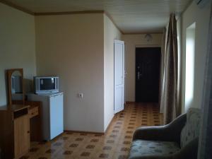 Телевизор и/или развлекательный центр в Guest House Slava