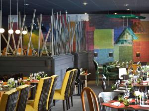 A restaurant or other place to eat at Novotel Metz Centre
