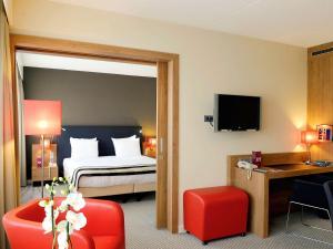 Een bed of bedden in een kamer bij Mercure Hotel Den Haag Central