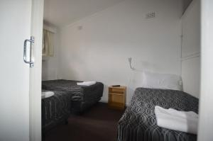 A bed or beds in a room at Mittagong Motel