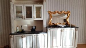 A cozinha ou cozinha compacta de Sapphire Deluxe Apartment