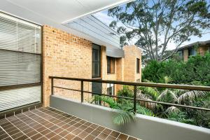 A balcony or terrace at Sunny and Spacious Two Bedroom Apartment - SPF13