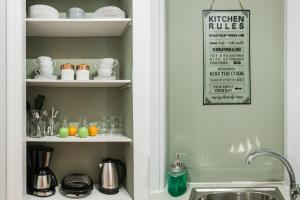 A kitchen or kitchenette at Syntagma Apartments by Livin Urbban