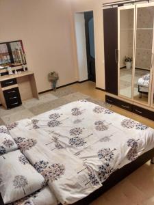 Cama ou camas em um quarto em Sweet home Gusar.