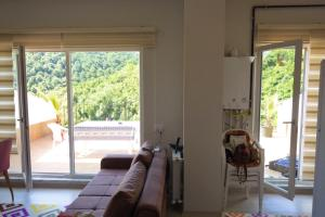 A seating area at Termal Yalova-Victoria's Forrest View Apartment