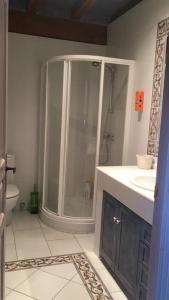 A bathroom at Baketxe Baserria