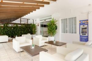 The lobby or reception area at Apartamentos Ferrer Tamarindos