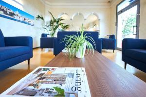 The lobby or reception area at Hotel Croce Di Malta