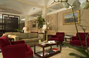 The lobby or reception area at Hotel dei Borgognoni