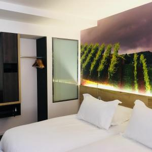 A bed or beds in a room at Hotel KLE, BW Signature Collection