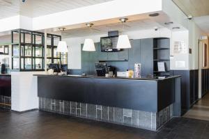 Лобби или стойка регистрации в Bastion Hotel Almere