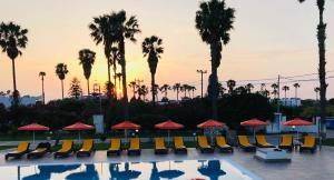 Het zwembad bij of vlak bij Athina Apartments