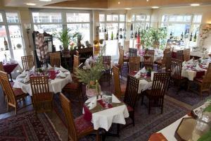 Ein Restaurant oder anderes Speiselokal in der Unterkunft Hotel Henry