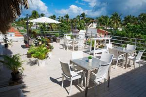 A restaurant or other place to eat at Art Villa Dominicana