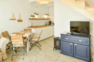 Kuchnia lub aneks kuchenny w obiekcie Bla Marine Domki nad Morzem