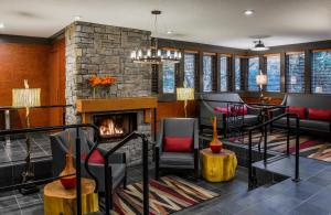 A restaurant or other place to eat at Whistler Village Inn & Suites