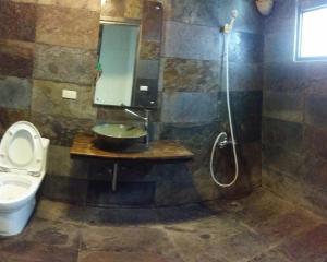 A bathroom at Bright Moon Homestay