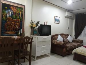 Телевизор и/или развлекательный центр в Rawai Condotel
