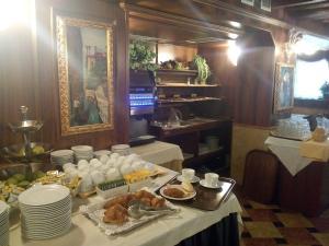 Um restaurante ou outro lugar para comer em Antico Panada