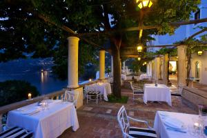 A restaurant or other place to eat at Villa Treville