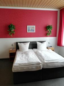 Ein Bett oder Betten in einem Zimmer der Unterkunft Hotel Am Stadtwall