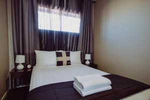 A bed or beds in a room at Crossroads Hotel