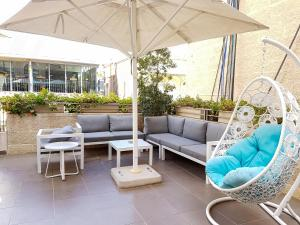 A seating area at Harmony Hotel - an Atlas Boutique Hotel