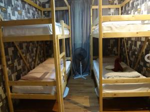 Двухъярусная кровать или двухъярусные кровати в номере Littlehotel