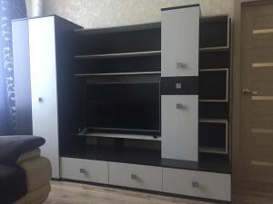 Телевизор и/или развлекательный центр в Apartments at Teatral'naya Ulitsa