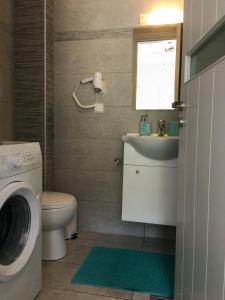 A bathroom at Villa Verde