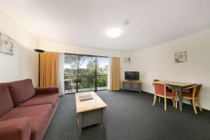 A seating area at Mt Ommaney Hotel Apartments