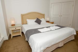 A bed or beds in a room at Bond 1603