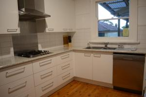 A kitchen or kitchenette at Coolamon on Marsh - Armidale