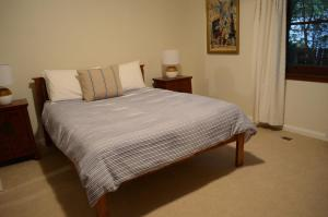 A bed or beds in a room at Coolamon on Marsh - Armidale