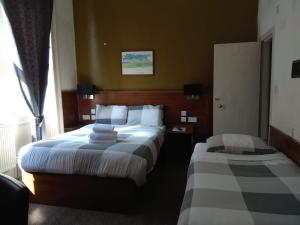 A bed or beds in a room at Glasgow House