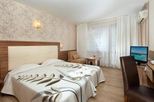 A bed or beds in a room at Relax Holiday Complex & Spa