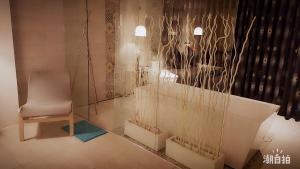 A bathroom at 墾丁-湛藍海岸民宿 Azure Inn-南灣沙灘-可包棟-國旅卡特約商店