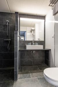 A bathroom at Best Western Plus Amsterdam Airport Hotel