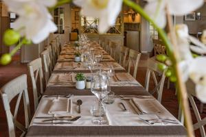 Restaurant ou autre lieu de restauration dans l'établissement Hostellerie d'Inzepré