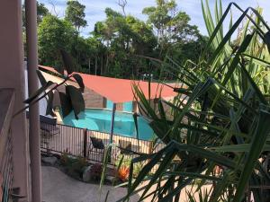 A view of the pool at Pandanus Holiday Apartments or nearby