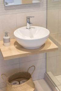 A bathroom at Kalliston Beach Apartments