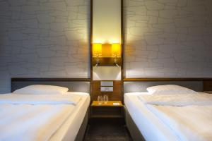 A bed or beds in a room at Park Inn by Radisson Lübeck