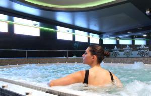Guests staying at Apartahotel & Spa Jacetania