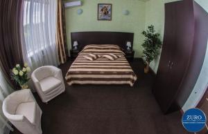 A bed or beds in a room at Отель Виктория - ZURO