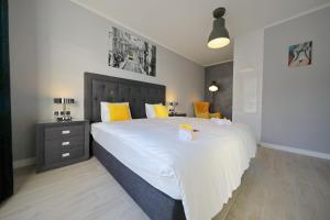 A bed or beds in a room at City Marine Luxury Apartments