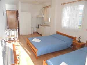 Ένα ή περισσότερα κρεβάτια σε δωμάτιο στο Glaros Studios