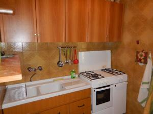 Cucina o angolo cottura di Villetta con pineta a punta sottile